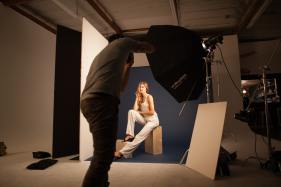bts-photo-behind-photographer-in-studio-model-blue-background-strobe